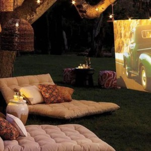 diy-backyard-movie-night